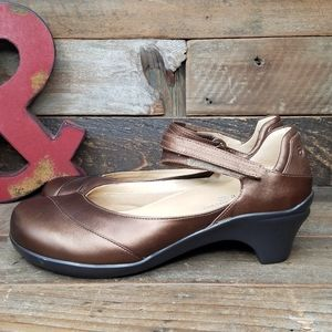 Aravon By New Balance Metallic Leather Mary Jane